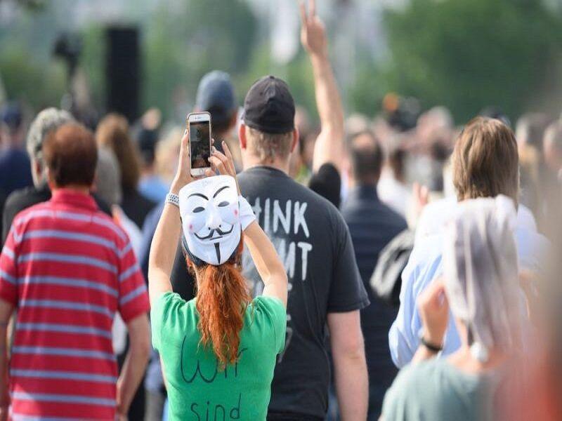 خبرنگاران هشدار در خصوص سوء استفاده افراطی ها از شرایط کرونایی آلمان