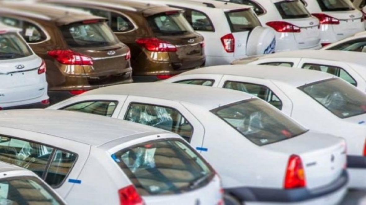 کشف 14 خودروی احتکارشده از یک نمایندگی فروش خودرو
