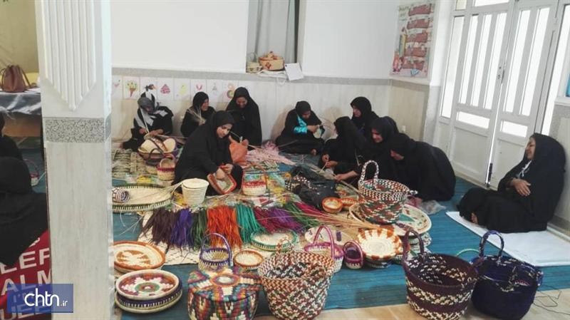 آموزش صنایع دستی به زنان سرپرست خانوار بوشهری در قالب طرح توانمند سازی