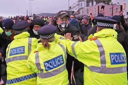 درگیری پلیس انگلیس با رانندگان کامیون در مرز فرانسه