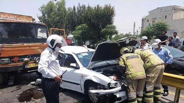 تصادف شدید بین سمند و خاور در اتوبان محلاتی