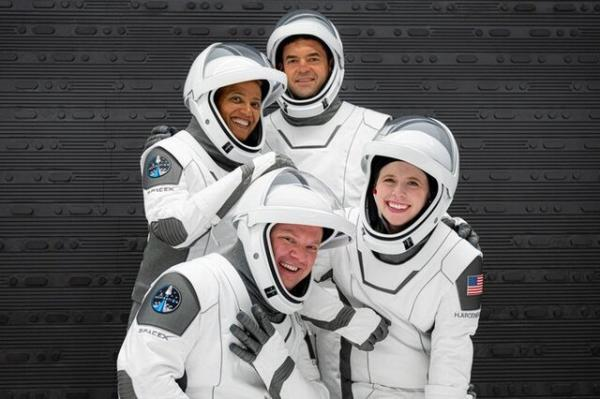 سفر 4 فضانورد غیرنظامی با یک ماموریت خصوصی به فضا