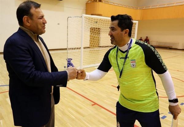 عزیزی خادم با حضور در تمرین تیم ملی فوتسال: موفقیت شما بر عملکرد سایر تیم های ملی موثر است
