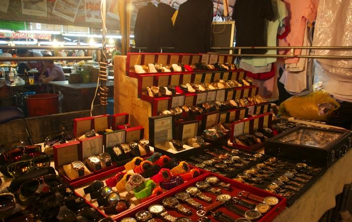 بازار شبانه تپراسیت رود در پاتایا